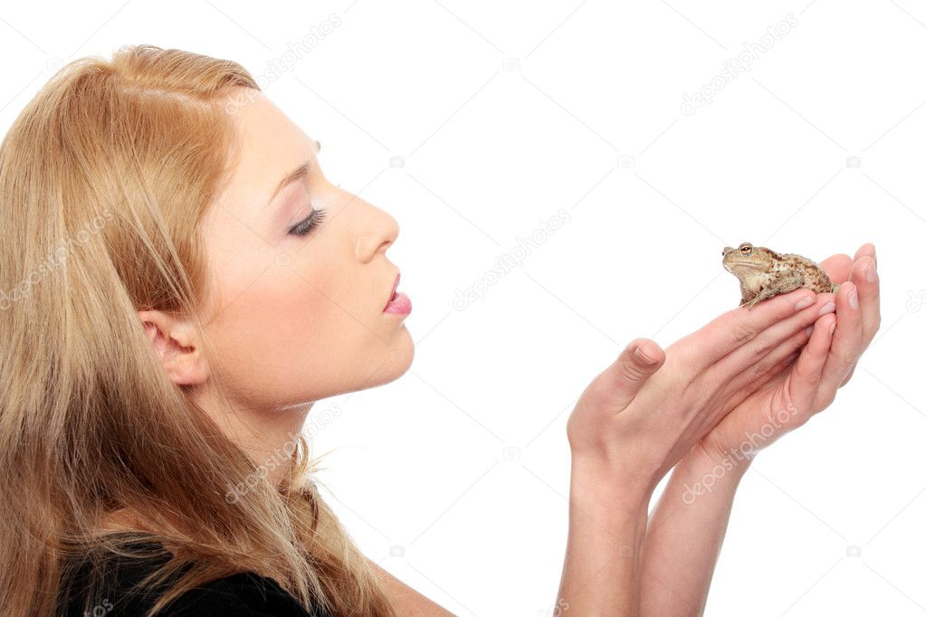 A gorgeous young blond woman kissing a frog , isolated on white — Lizenzfreies Foto #10055146