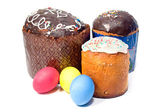 Easter cake and colourful easter eggs — Stok fotoğraf