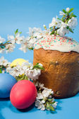 Easter cake and colourful easter eggs — Stock Photo