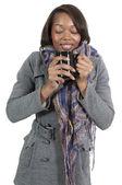 Kvinna dricker kaffe — Stockfoto