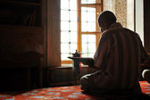 Muslim reading Koran inside mosque — Stock Photo
