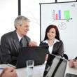affärsmöte - grupp i office på presentation — Stockfoto