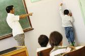 Niños en el aula de la escuela — Foto de Stock