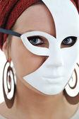 Retrato de una mujer joven con máscara — Foto de Stock