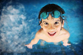 Little boy at swimming pool with goggles — Stock Photo