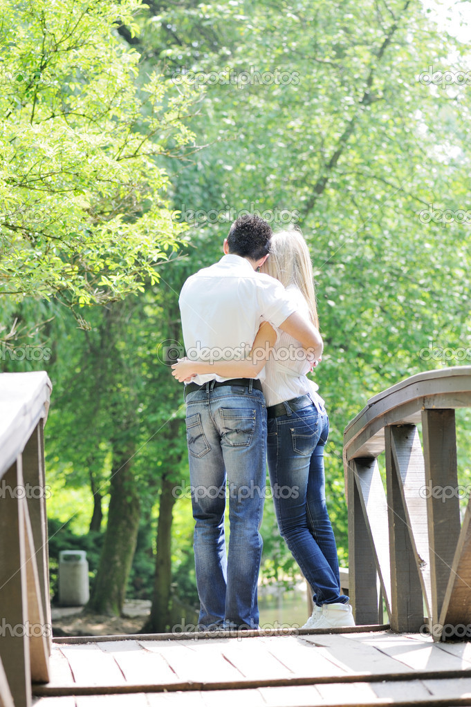 Young teenage couple outdoor — Stock Photo #10422439