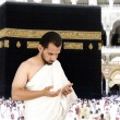 Muslim pilgrims in white traditional clothes — ストック写真