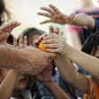 Stockfoto: Refugee camp, poverty, hungry children receiving humanitarifood