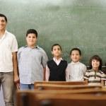 Szkoła uczeń pokoleń kroki, od Przedszkolak na Uniwersytecie — Zdjęcie stockowe