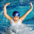 Happy child in a swimming pool — Stockfoto