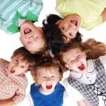 felice quattro figli insieme in cerchio — Foto Stock