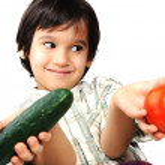 kind en verse groenten — Stockfoto