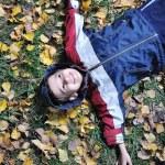 weinig schattige jongen tot op de grond vallen — Stockfoto #8847797