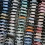 Shirt shelfs, fashion colored shirts — Stock Photo