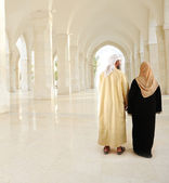 Muslim Arabic couple inside the modern mosque — Stock Photo