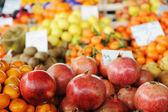 Meyve ve sebze pazarı, ın bazaarı — Stok fotoğraf