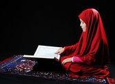 The girl with the Koran — Stock Photo