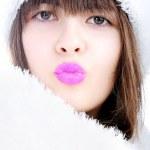 Beauty girl kissing — Stock Photo