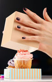 Hands and cupcake — Stock Photo