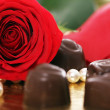Red rose and chocolate candies — Stock Photo