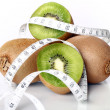 Fresh kiwi and measure tape - 图库照片