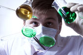Scientist working in laboratory — Стоковое фото