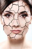 Kvinna porträtt - torkad hud koncept — Stockfoto