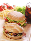 Fast food sul tavolo — Foto Stock