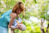 Mladá matka se svým synem — Stock fotografie