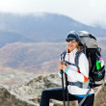 Woman trekking in Himalaya Mountains, Nepal — Stock Photo