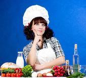 Uśmiechający się zadowolony kucharz z składników żywności — Zdjęcie stockowe