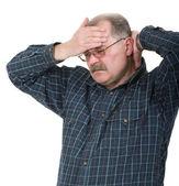 Retrato de homem velho tendo uma dor de cabeça — Foto Stock