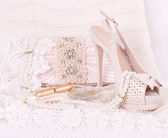 The beautiful bridal shoes, lace and beads — Stock Photo