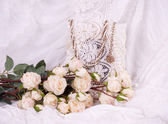 Beautiful roses and vintage frame on background — Stock Photo