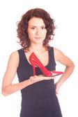 Hermosa niña sonriente con zapato rojo sobre fondo blanco — Foto de Stock