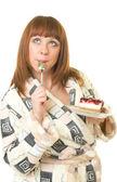 De mooie jonge vrouw eten smakelijke taart — Stockfoto
