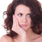 Mädchen mit furchtbare Kopfschmerzen Schmerzen Kopf hält — Stockfoto