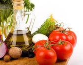 Oliwy z oliwek i pomidorów i innych warzyw — Zdjęcie stockowe
