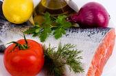 野菜とサケの一部 — ストック写真