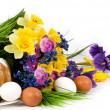 Traditional Easter cake with Easter eggs and spring flowers — Stock Photo #9832855