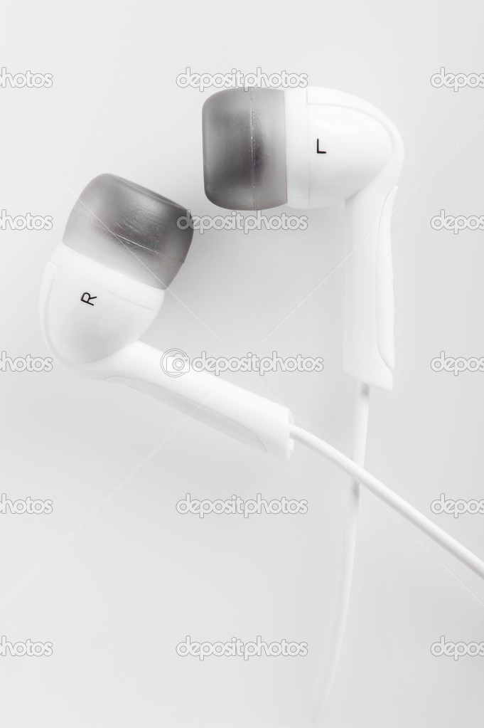 Macro of white hi-fi headphones — Stock Photo #9269366