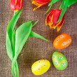 Easter decoration with painted eggs and spring tulip flowers — Stock Photo