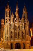 Os de la iglesia de santa ana en vilnius de noche — Foto de Stock
