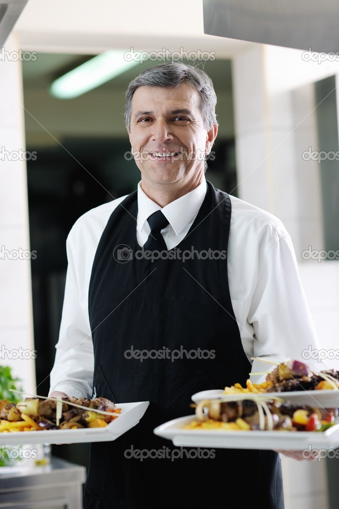 Male chef presenting food meal in kitchen — Stock Photo #10005428