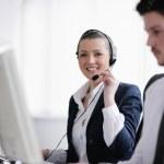 gruppo aziendale lavorando in ufficio customer e helpdesk — Foto Stock #10575326