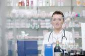 Pharmacist chemist woman standing in pharmacy drugstore — 图库照片