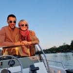 retrato de uma jovem feliz no barco — Foto Stock