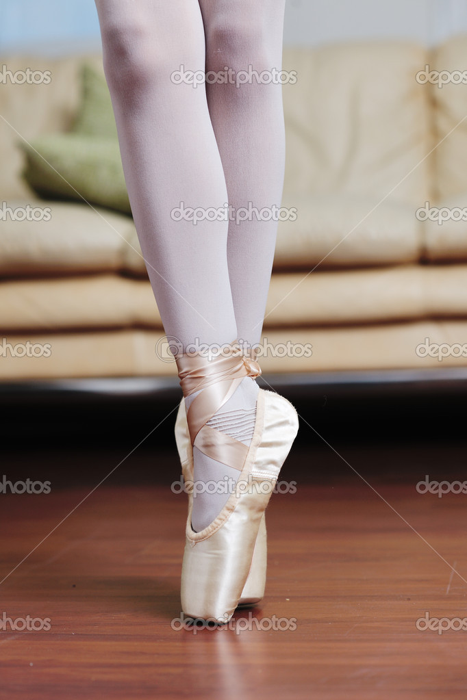 Ballet girl exercise and learn at home — Stock Photo #8491511