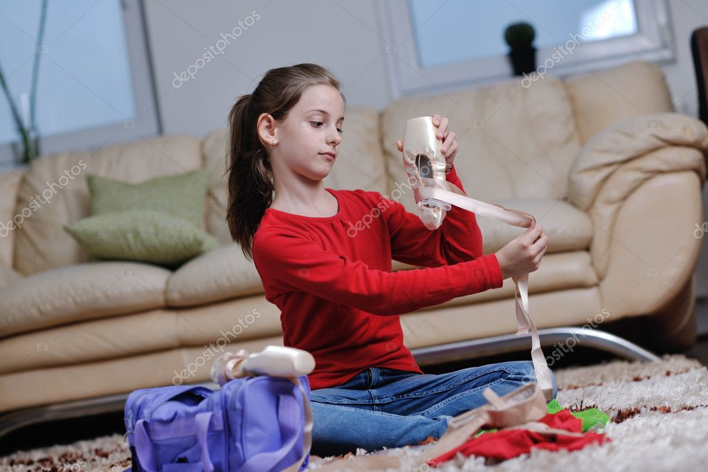 Ballet girl exercise and learn at home — Stock Photo #8491520