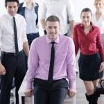 jonge zakenman tijdens vergadering — Stockfoto
